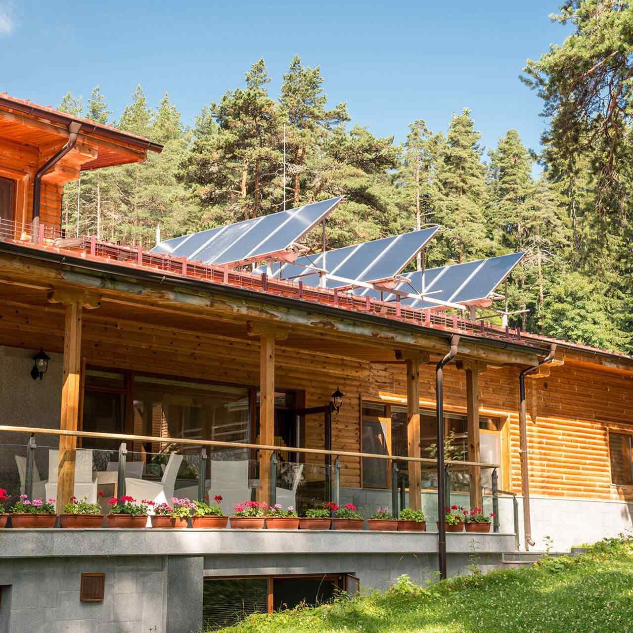 https://solarpanelorlando.com/wp-content/uploads/2018/09/gallery_projects_11-1280x1280.jpg